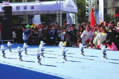 2018双创活动周甘肃分会场启动 看机器人起舞赏鱼菜共生