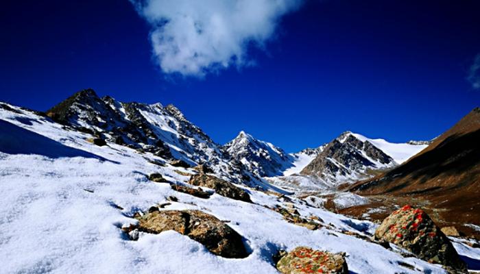 甘肃肃南:巴尔斯雪山风光如画