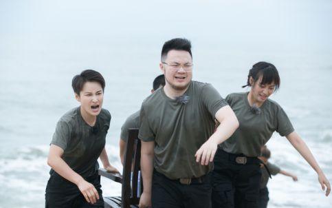 娱乐频道 资讯    《红海行动》中同属蛟龙突击队的佟莉和石头可谓是
