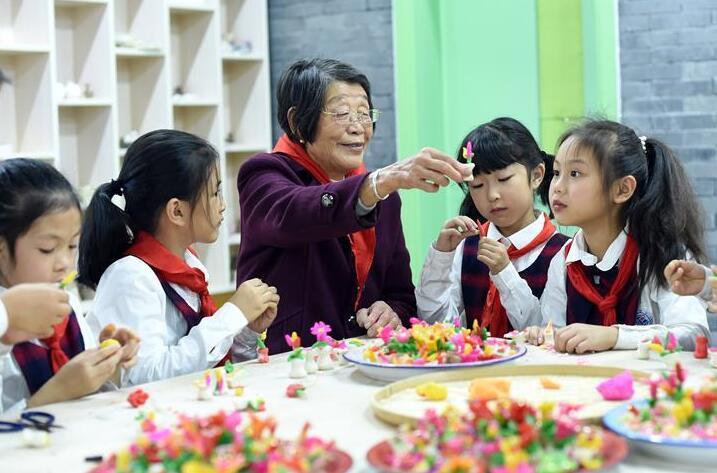 浙江诸暨:传承民间技艺 老艺人进课堂