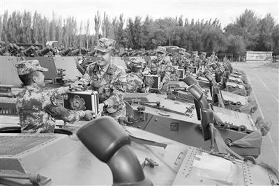 第81集团军某旅组织新装备授装仪式
