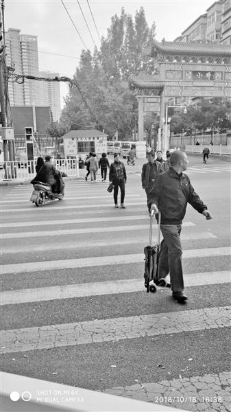 兰州市民反映:西固十二街什字人行绿灯时间短 呼吁调整