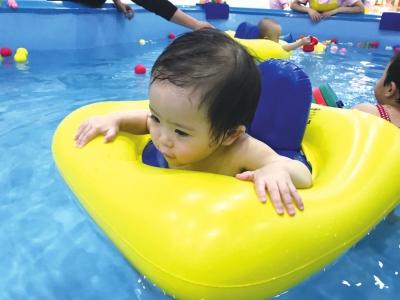 婴幼儿游泳市场火热 水质服务等问题亟待规范