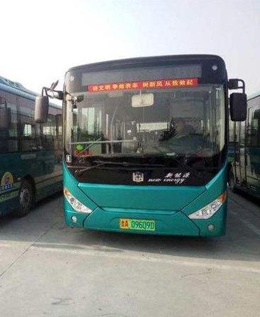 甘肃省首台自产纯电动公交车正式下线