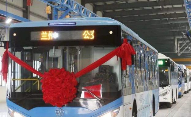 甘肃第一台自产纯电动公交车在兰州新区正式下线