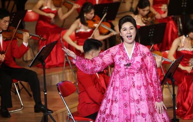 朝鲜三池渊管弦乐团在平壤举行文艺演出