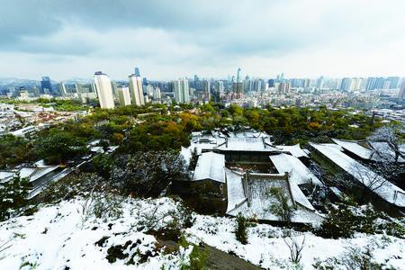 兰州迎来今年首场秋雪(图)