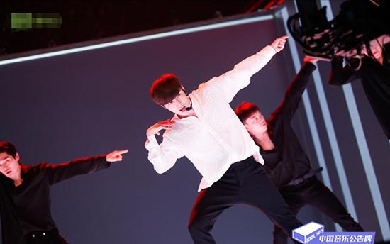 《中国音乐通告牌》张艺兴三登打歌舞台