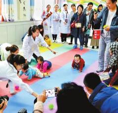 甘肃省妇幼保健院配合临夏州卫计委在临夏州妇幼保健院开展健康宣传和义诊