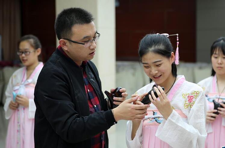河北固安:订单式职业教育受欢迎