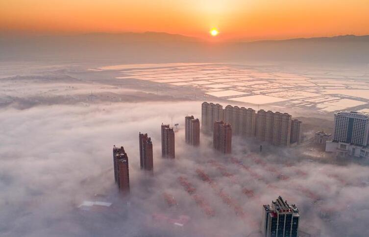 山西运城呈现平流雾景观