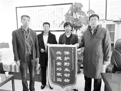 兰州榆中县连搭镇麻家寺村民救助国家一级动物马麝