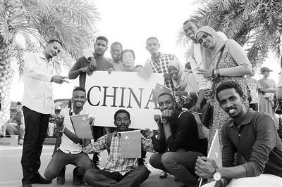 甘肃省外派孔子学院汉语教师的真情故事:在异国他乡传递汉语的温度