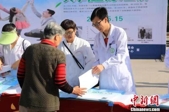 甘肃4.5万名家庭医生健康扶贫: