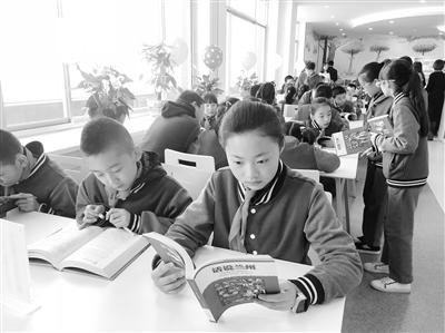 兰州市图书馆青少年分馆开放了
