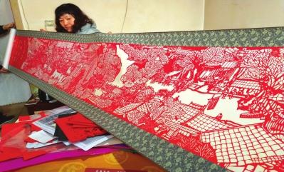通渭农妇张旭巧手出绝活巨幅剪纸丝绸之路将面世