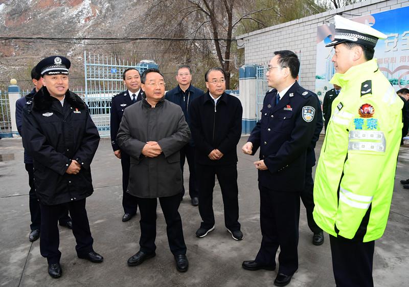 唐仁健检查国道212线应急交通安全保障工作