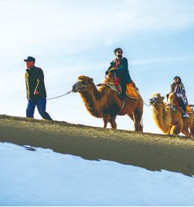 敦煌:大漠雪景迎客来