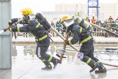 顶风冒雪 甘肃消防救援队员大比武在兰州新区举办