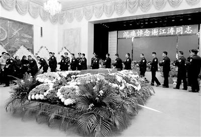 八年从警生活 誊写最美华章——记因公殉职意彩龙虎和民警谢江涛