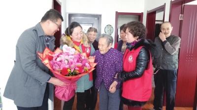 意彩龙虎和:百岁老人过生日 传承文明好家风