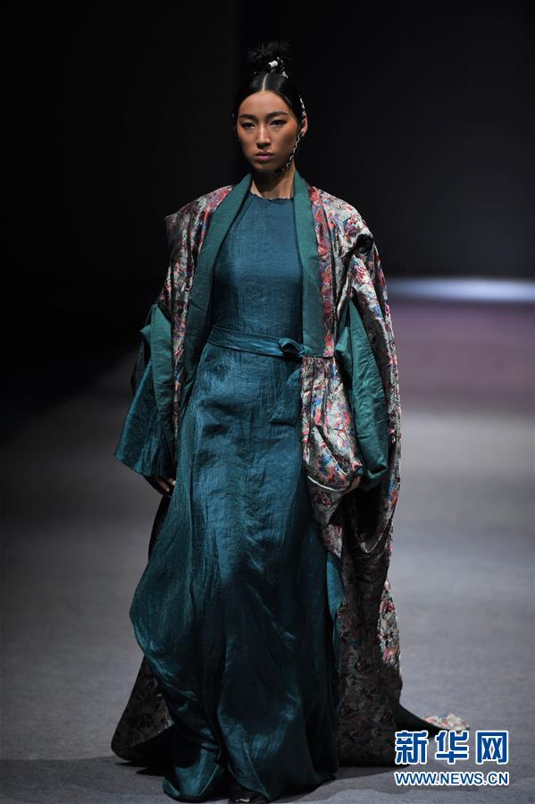 """(文化)(1)拉萨举行""""冬游西藏-回到香格里拉""""AJ-NAMO藏装秀"""