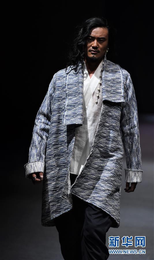"""(文化)(3)拉萨举行""""冬游西藏-回到香格里拉""""AJ-NAMO藏装秀"""