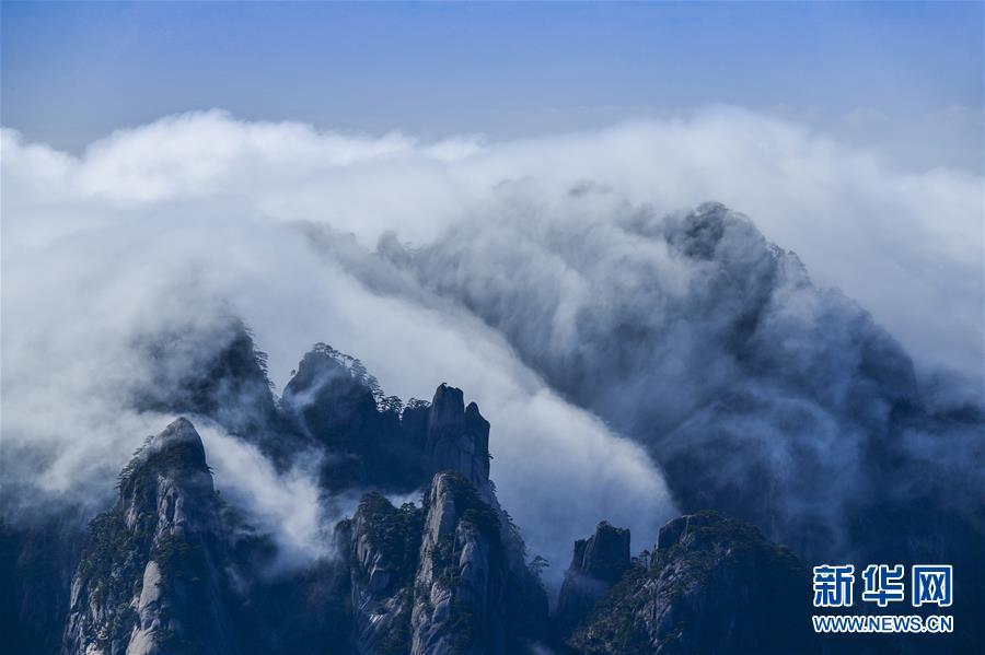 """#(社会)(3)黃山现""""瀑布流云""""壮美景观"""