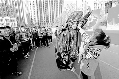 传统戏剧——变脸活动走进兰州市安宁区银滩路小学