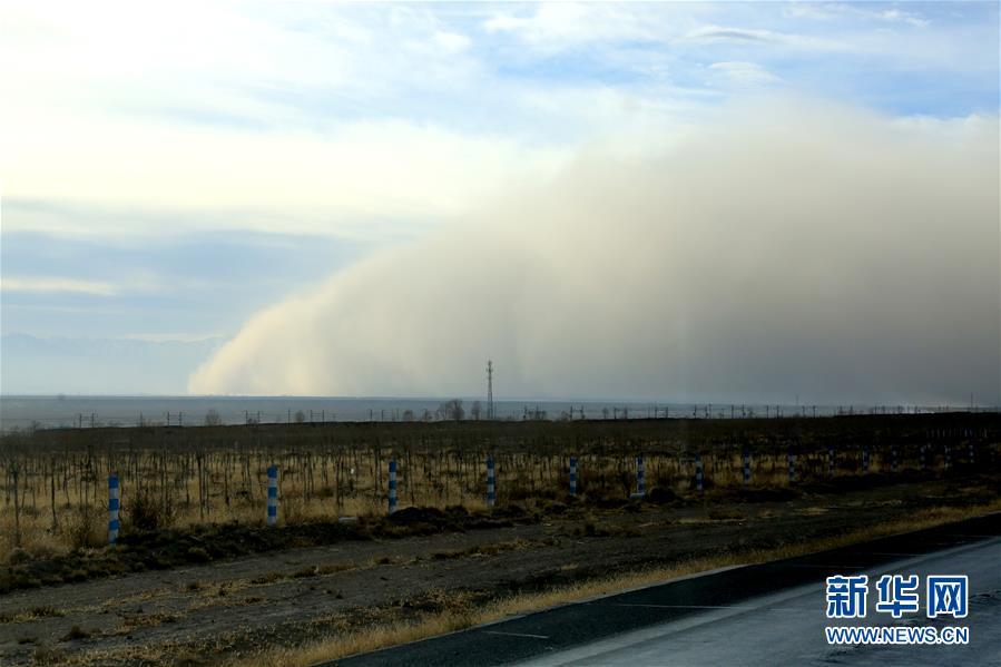 甘肃张掖出现沙尘天气