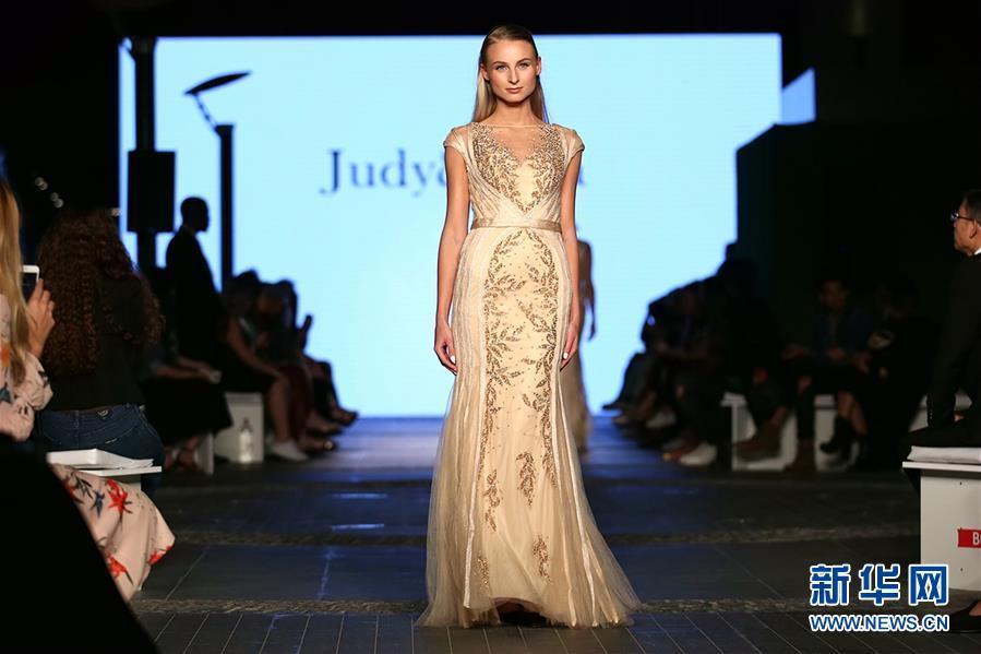 (国际·图文互动)(2)中国品牌集体亮相迪拜时装周受关注
