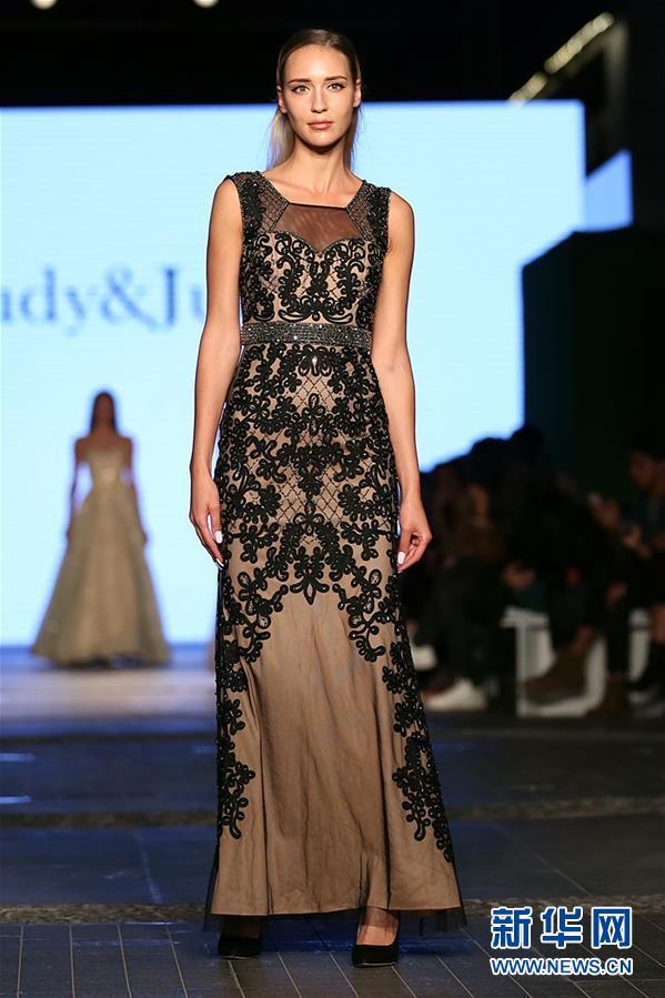 (国际·图文互动)(4)中国品牌集体亮相迪拜时装周受关注