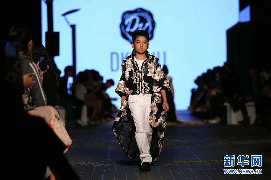 (国际·图文互动)(5)中国品牌集体亮相迪拜时装周受关注