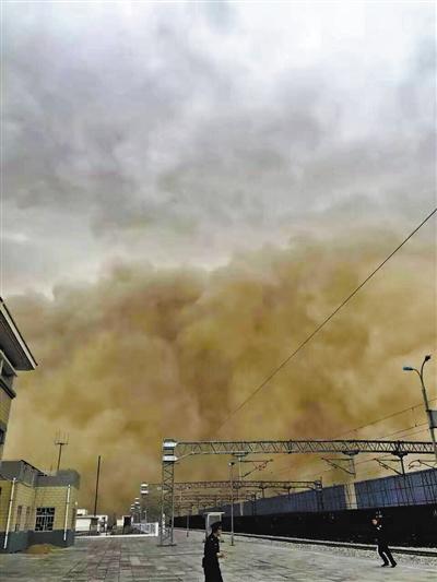 受沙尘天气影响 中铁兰州局多趟列车晚点