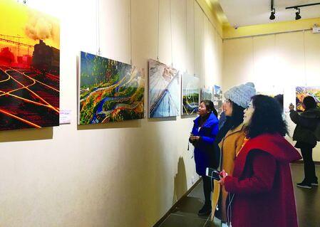 甘肃改革开放40周年 摄影展在兰开幕