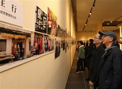 """用影像述说 四十年沧桑巨变——""""时代影像""""甘肃改革开放40周年摄影展开幕"""