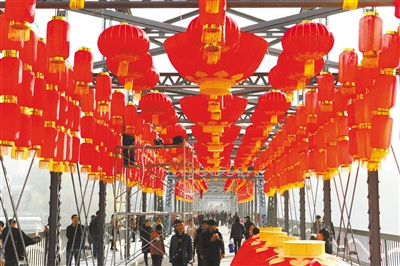 图说甘肃丨中山桥上,大红灯笼挂起来
