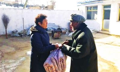 兰州:民政干部走村入户送温暖