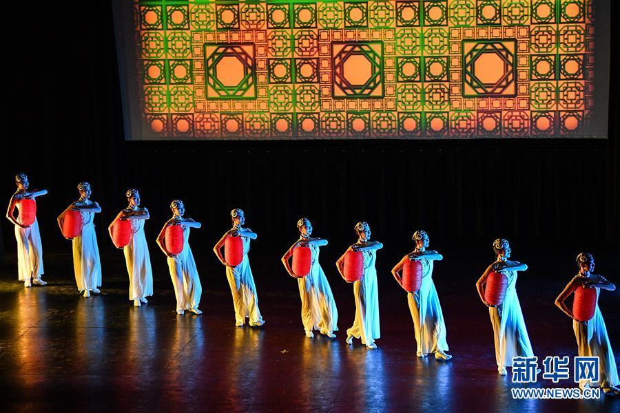 (国际)(2)中国东方歌舞团大型舞蹈《国色》亮相智利