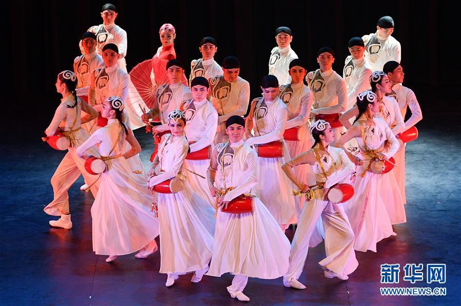 (国际)(3)中国东方歌舞团大型舞蹈《国色》亮相智利