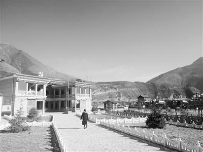 【壮阔陇原潮 走进新时代 市州党委政府负责人访谈】深山藏乡 易地搬迁搬出好生活