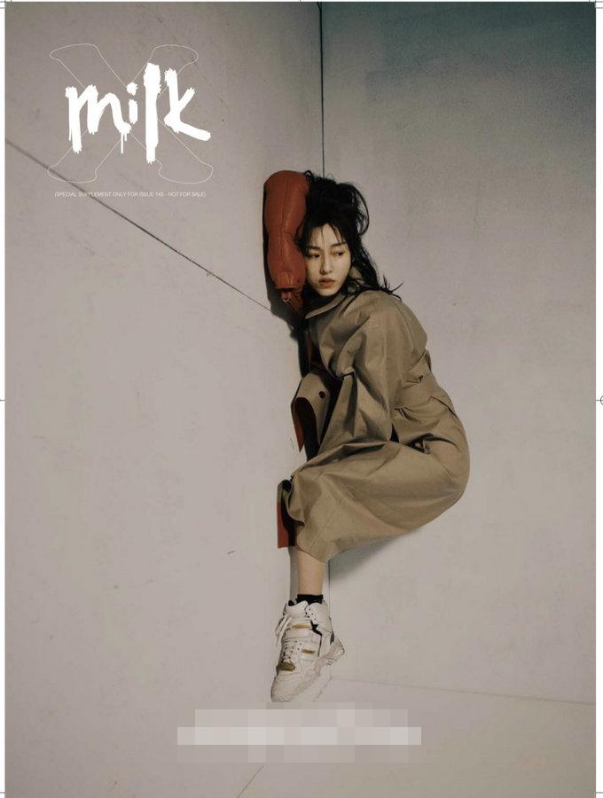 范玮琪登杂志封面 展现不俗时尚驾驭力