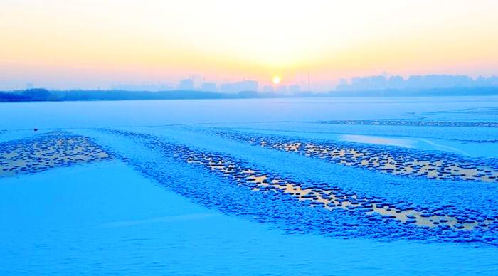 唯美!甘肃张掖冰湖雪景如诗如画
