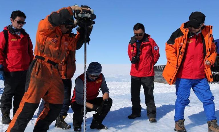 中国科考队在南极冰盖发明蓝冰机场选址区