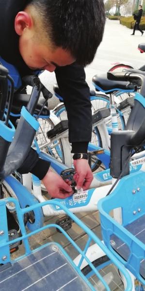 每天工作12小时走3万步骑行30公里 兰州90后共享单车运维人员用行动为城市带来便利