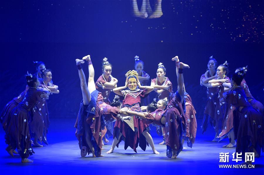 #(新华视界)(4)湖北民族风情歌舞诗《龙船调的故乡》首演