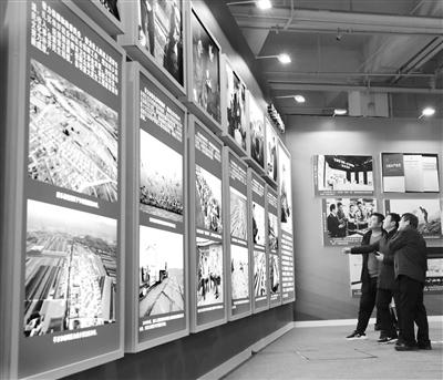 为陇原伟大变迁点赞 社会各界踊跃参观甘肃省改革开放40周年图片展
