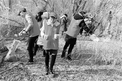 兰州市多部门举行候鸟投食活动
