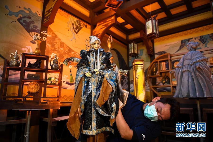 (图文互动)(1)让传统的成为流行的——访台湾云林布袋戏传人黄强华