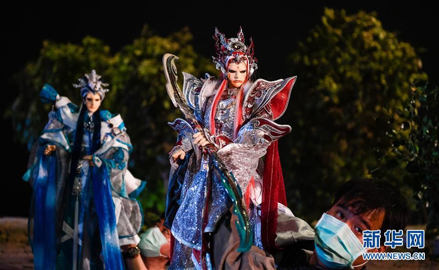 (图文互动)(6)让传统的成为流行的——访台湾云林布袋戏传人黄强华